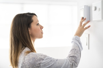 A woman set the thermostat at house